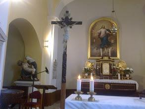 Photo: Oltár az oltárképpel, feszület, Piéta