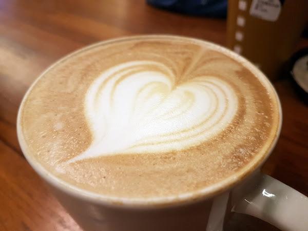 卡啡那Caffaina :燈光氛圍營造一流的質感咖啡廳