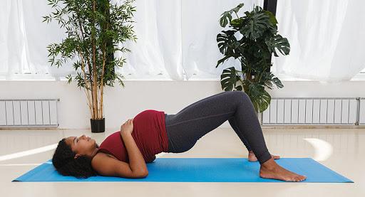 loi-khuyen-khi-tap-yoga-cho-ba-bau-theo-tung-giai-doan-cua-thai-ky