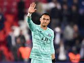 Supporter Montpellier gooit waterflesje tegen het hoofd van PSG-doelman Keylor Navas