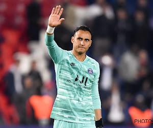 ? Supporter Montpellier gooit waterflesje tegen het hoofd van PSG-doelman