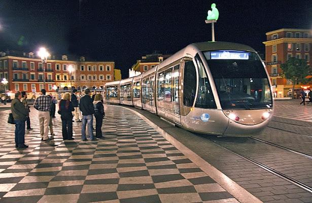 Aspettando il Bus a Nizza di vagero
