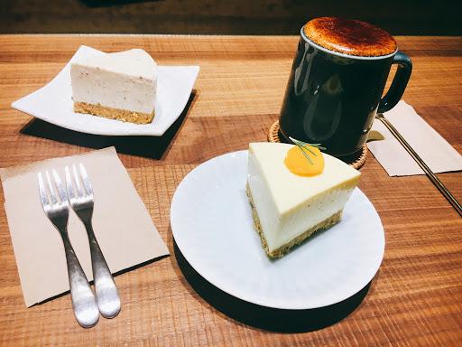 黑糖牛奶很好喝,那天去吃的生乳酪口味是芒果口味的,好吃好吃,氣氛很好,適合朋友小聚。