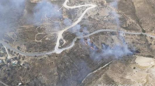 Dos helicópteros y un avión trabajan contra el fuego un incendio en Macael