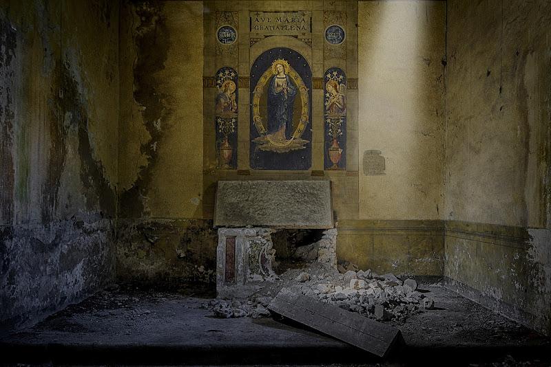 Preghiere... in macerie di Claudio Enea