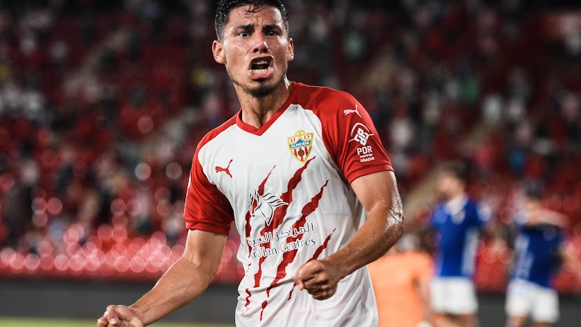 Robertone irá a más en el Almería.