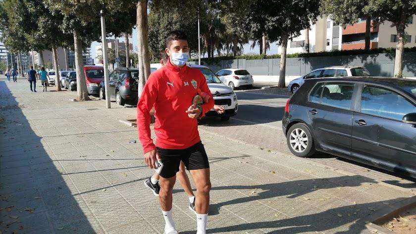 Cristian Olivera sigue en Almería.