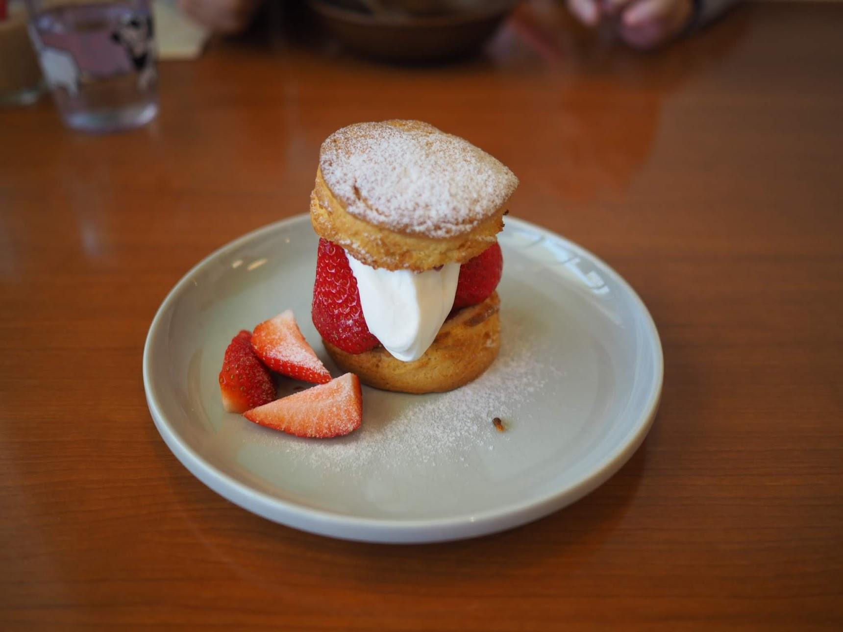 ビートニックカフェの苺のビスケット