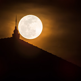Supermoon by Nanto 사파이어 - City,  Street & Park  Vistas ( moon, fullmoon, supermoon, moonrise )