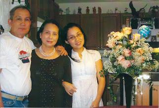 Photo: Hồng Cúc ( cựu giáo sư AM-BD ) & gia đình