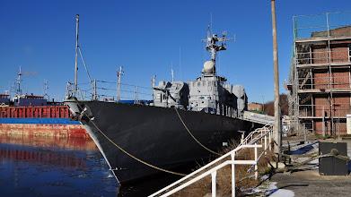 Photo: Korweta rakietowa typu Tarantul - używana przez marynarkę NRD, obecnie muzeum, zacumowana tuż obok budynku dawnej elektrowni
