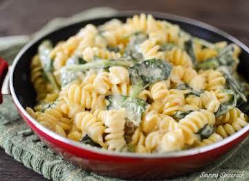 Cheesy Spinach and Chicken Pasta
