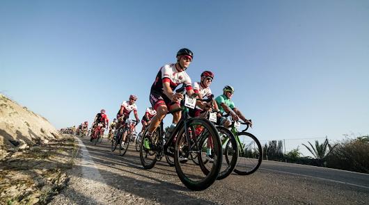 200 ciclistas despiden el calendario provincial en Níjar