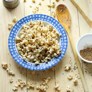 Easy Spicy Garlic Parmesan Popcorn