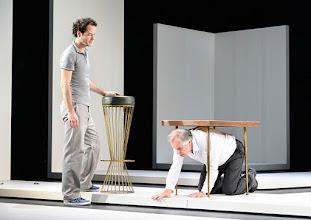 Photo: Wien/ Theater in der Josefstadt: KAFKA - EIN PROJEKT VON ELMAR GOERDEN. Premiere 25.4.2015. Regie: Elmar Goerden. Alexander Absenger, Toni Slama. Foto: Barbara Zeininger
