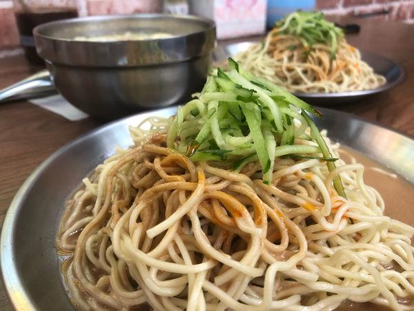 陸地涼麵,光華商圈、忠孝新生捷運站周邊美食,在通訊行內的陸地涼麵