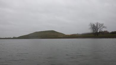 Photo: ...ale dzisiaj podpłynę 5 km. w górę Odry. Widoczna góra powstała z wrocławskich śmieci
