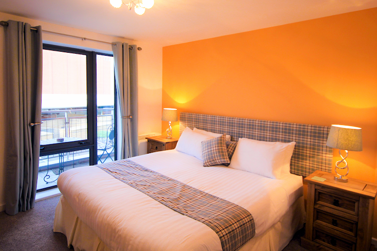 Luxury bedroom at Baltic Quays PU