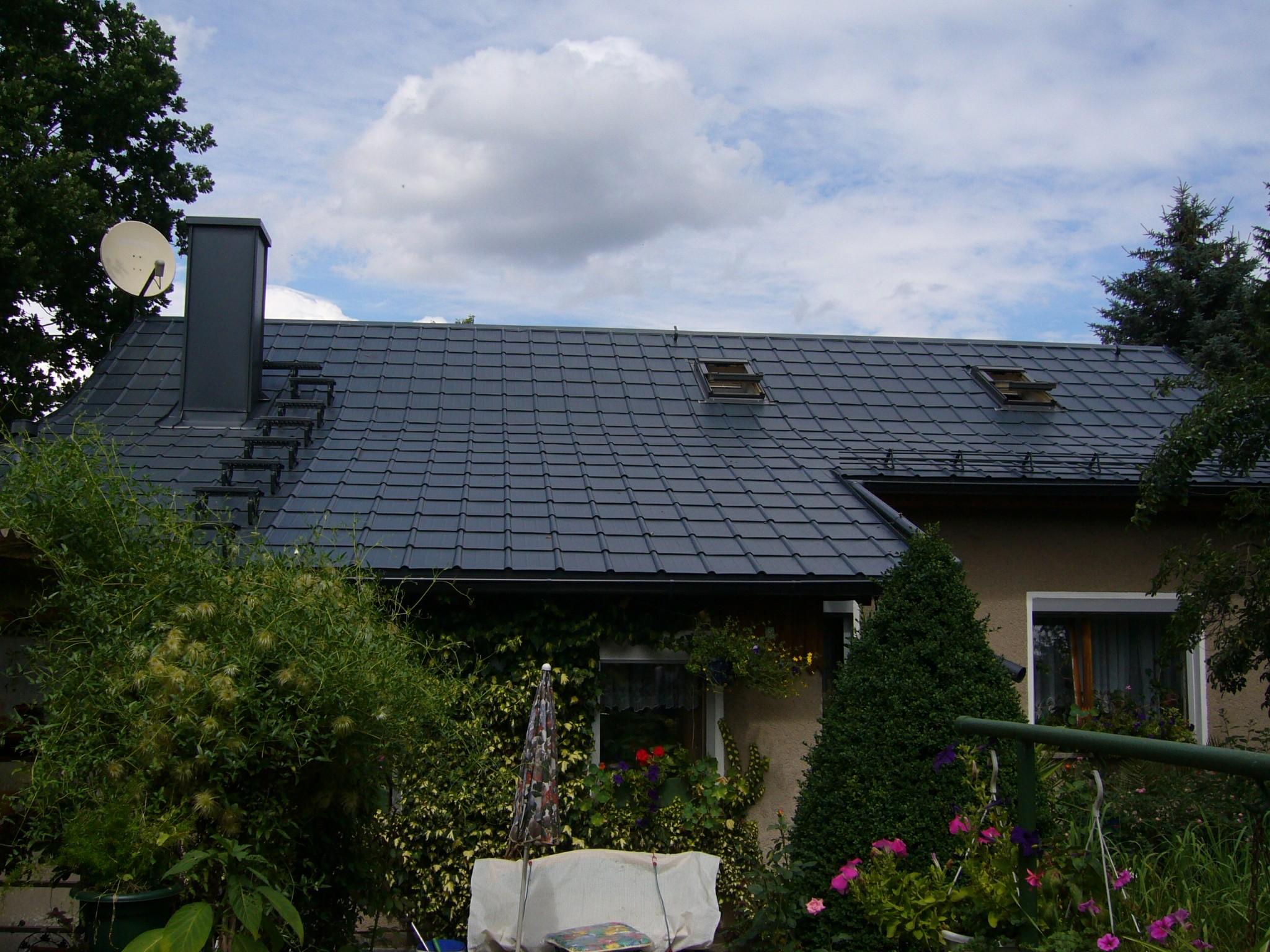Foto: Prefa Dacheindeckung mit Dachplatten an einem Wohnhaus in Plauen
