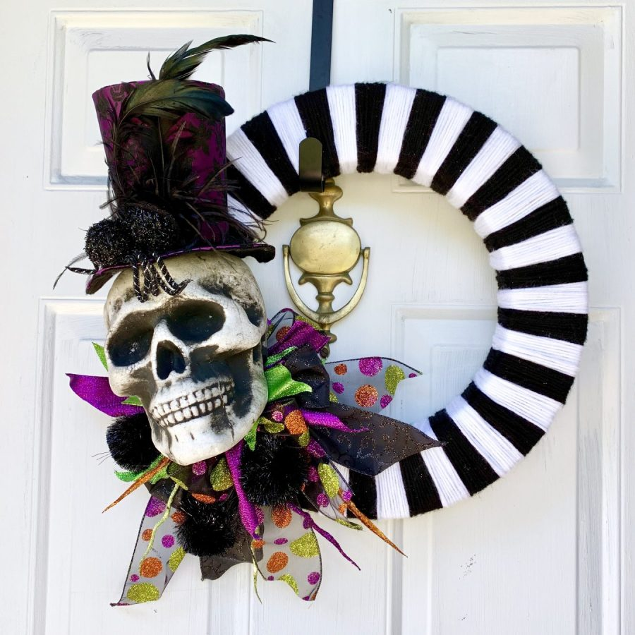 The finished DIY Halloween Wreath.