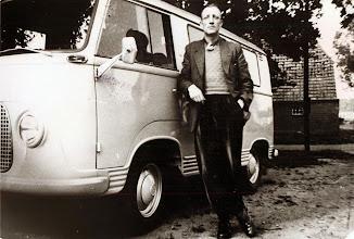 Photo: Albert Okken en zijn ventersbus