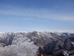白山方面(左に石徹白の山と右に大日ヶ岳)