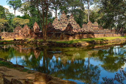 cambodia-angkor-grounds.jpg - Peaceful and serene at the centerpiece of Angkor.