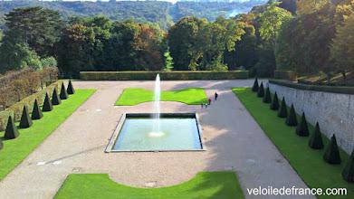 Photo: Le parc royal de l'Observatoire de Meudon, une autre oeuvre du célèbre Le Nôtre. Autrefois, la perspective se prolongeait sur les étangs de la forêt de Meudon - Guide de balade à vélo de Sceaux à Meudon par veloiledefrance.com