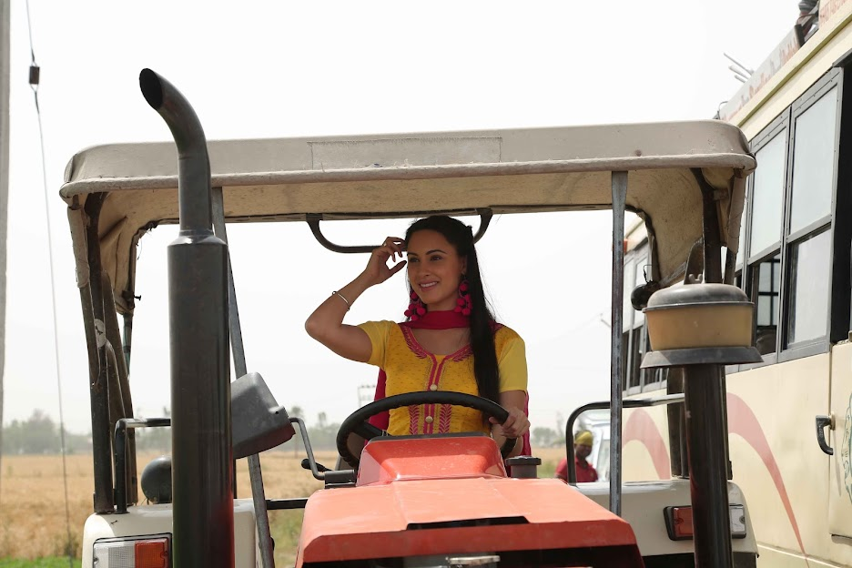 Deana Uppal on tracktor, Deana Uppal in punjabi movie hard kaur