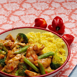 Low-carb Curry Chicken With Cauliflower Rice.
