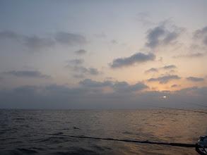 Photo: 日も昇ってきたぞー! さあー、釣るぞー!
