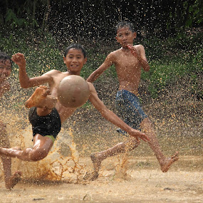 kick it!! by Steven Tessy - Babies & Children Children Candids
