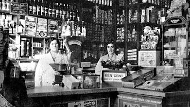 Photo: 1942  A. Havermans op de Haagsemarkt 29 met koloniale waren en manufacturen.