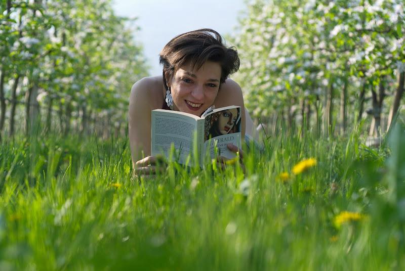 La gioia di una lettura all'aperto di -Os-