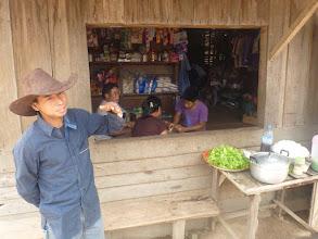 Photo: Naším průvodcem se stává Suk, jehož rodina v jedné z těchto vesnic žije.