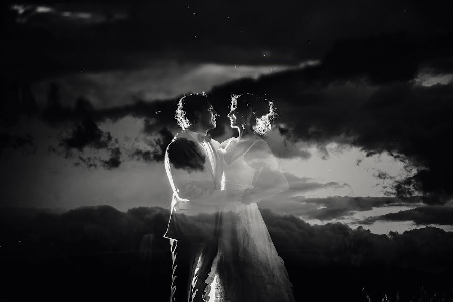 Wedding photographer Valery Garnica (focusmilebodas2). Photo of 10.09.2018