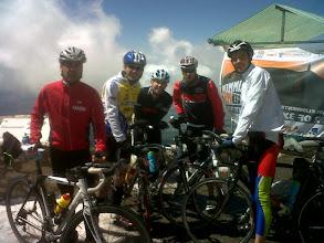 Photo: Photo envoyé par Florian en haut du Mont Ventoux : Romain, Pascal, Arnaud, Guillaume, Jérome.