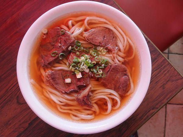 銘邦港園牛肉麵,湯頭香醇好吃