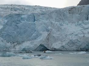 Photo: annexe devant le front de glace... on est si peu de chose !
