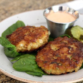 Shrimp Cakes With Sriracha Mayonnaise