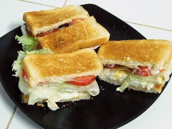 Egg Lettuce And Tomato Sandwich (elt)