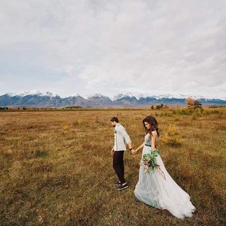 Wedding photographer Mikhail Toropov (ttlstudio). Photo of 19.10.2017
