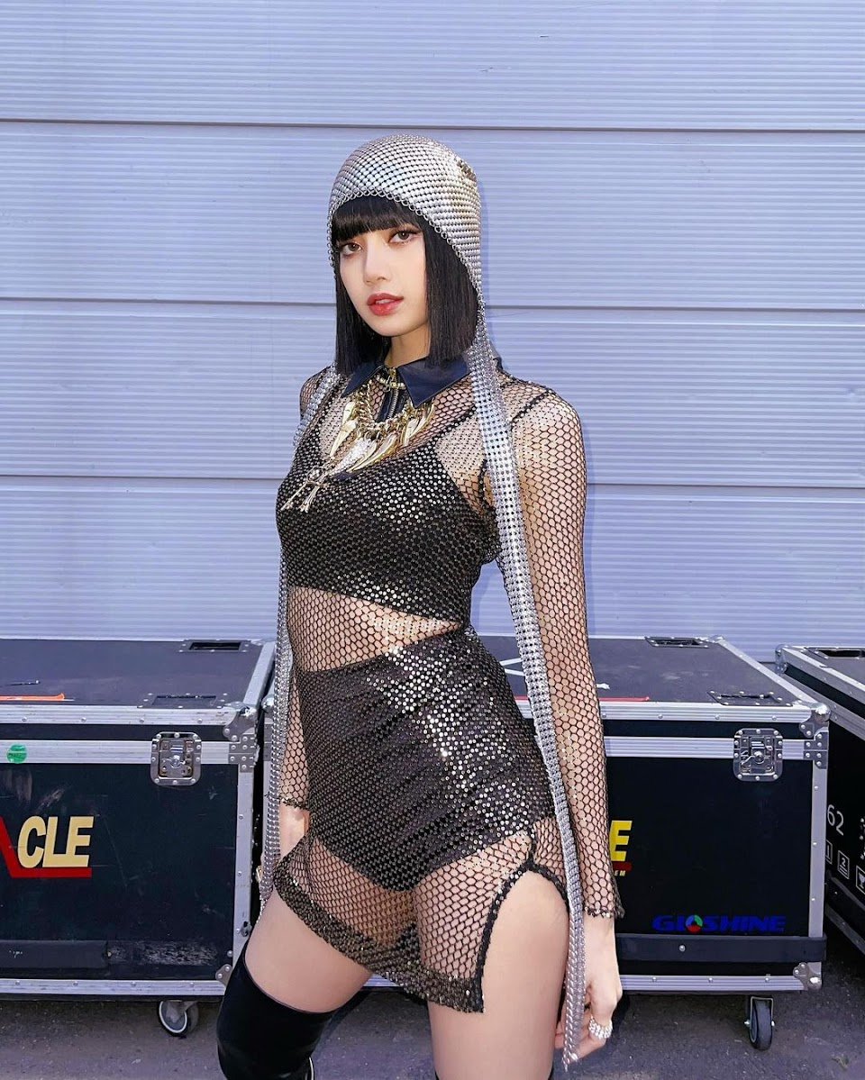 lisa stage costume