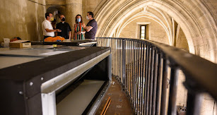 La maquinaria interior del aire acondicionado se ha instalado en el coro de la Iglesia.