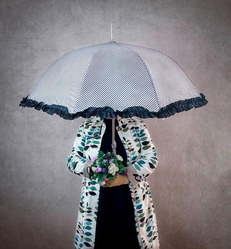 La donna ombrello di Erato