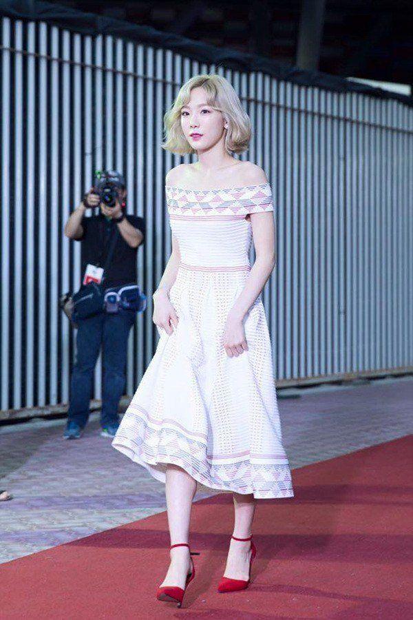 taeyeon shoulder 14
