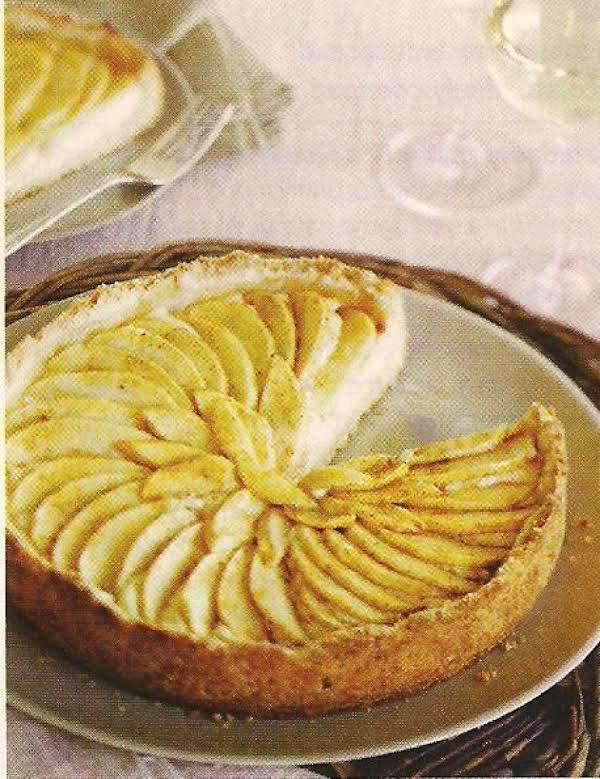 Macadamia Crusted Apple Tart