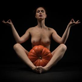 nude with pumpkin by Reto Heiz - Nudes & Boudoir Artistic Nude ( sexy, nude, nudeart, female nude )