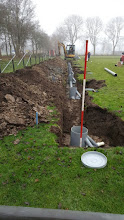 Photo: Hoofddrain met putten wordt geplaatst