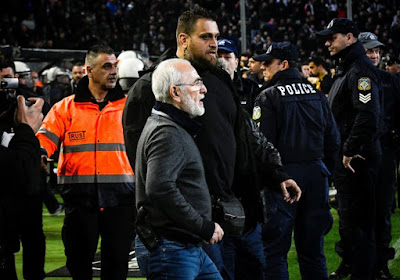 Schokkend! Hooligans van PAOK dringen jeugdcomplex Olympiakos binnen en vallen spelers aan